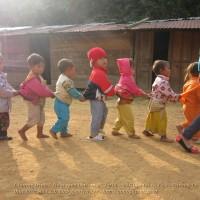 bredley - Học thổi sáo và biểu diễn cho các em nhỏ vùng cao